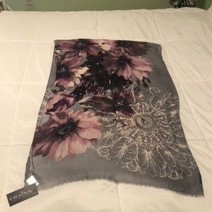 NWT Fraas Lightweight scarf/wrap